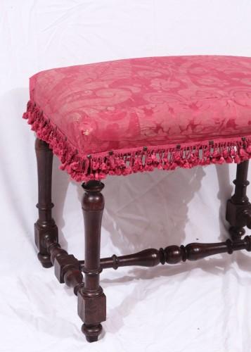 Pair of walnut stools, Tuscany 18th Century - Seating Style