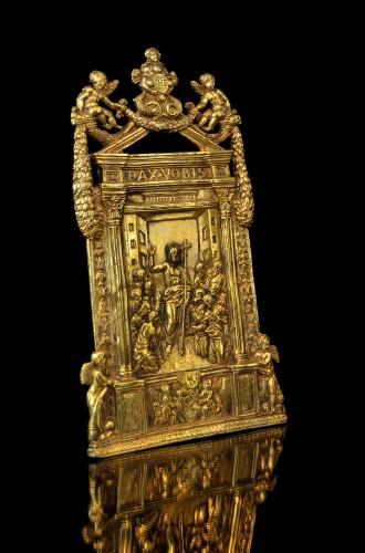 An elaborate gilt bronze pax of the Risen Christ dated 1557 - Sculpture Style Renaissance
