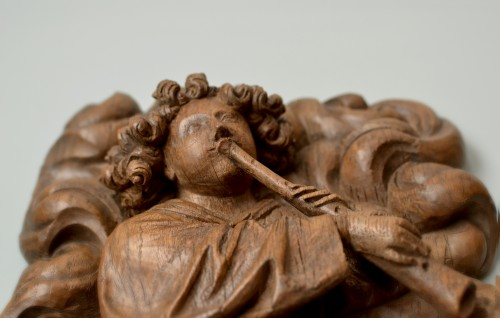 A superbly carved 15th century wood relief of an angel blowing a shawm - Sculpture Style Renaissance