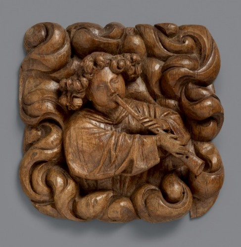 A superbly carved 15th century wood relief of an angel blowing a shawm - Renaissance