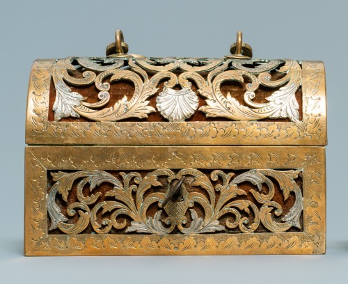 An exquisite silvered brass French coffret of the 17th century - Objects of Vertu Style Renaissance