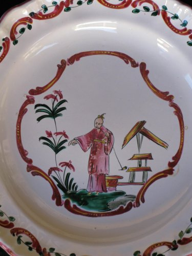 Faience plate of Varages - XVIIIth century - Porcelain & Faience Style Louis XV
