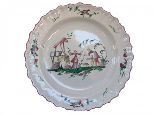 """Dish """"aux chinois"""" Moustiers - XVIIIth century"""