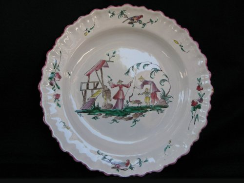 """18th century - Dish """"aux chinois"""" Moustiers - XVIIIth century"""