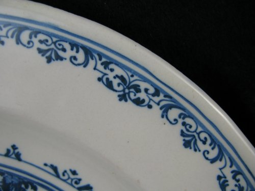 18th century - Early 18th century French Moustiers faience plate