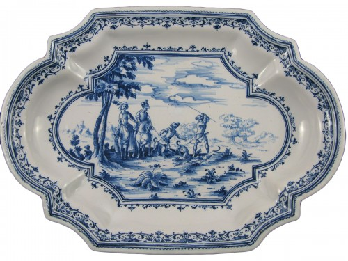 "18th century dish with ""Tempesta"" decoration in faience from Moustiers"