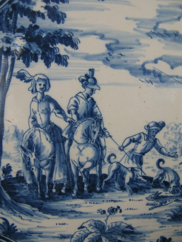 """18th century - 18th century dish with """"Tempesta"""" decoration in faience from Moustiers"""
