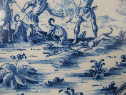 """Louis XV - 18th century dish with """"Tempesta"""" decoration in faience from Moustiers"""