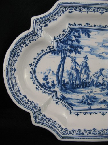 """Antiquités - 18th century dish with """"Tempesta"""" decoration in faience from Moustiers"""