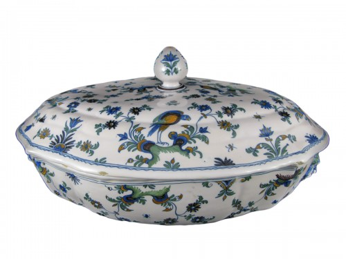 Légumier covered in earthenware Moustiers eighteenth century