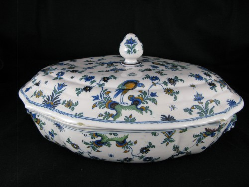Légumier covered in earthenware Moustiers eighteenth century - Porcelain & Faience Style Louis XV