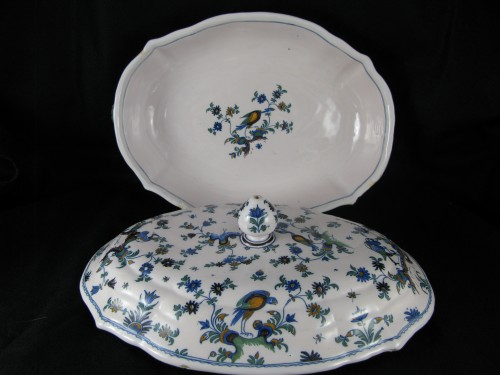 Légumier covered in earthenware Moustiers eighteenth century -