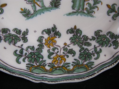"Louis XV - 18th century Moustiers ""decor with grotesques"" plate"