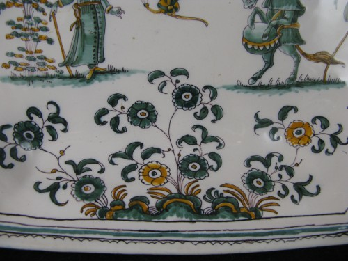 """Antiquités - 18th century Moustiers """"grotesques"""" dish"""