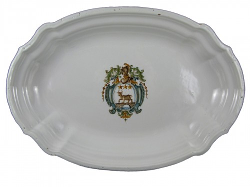 Large armor-plated earthenware dish from Moustiers - 18th century