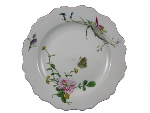 """Plate with """"Fish"""" decoration in 18th century Marseille earthenware."""