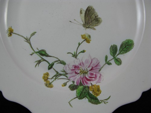 """Plate with """"Fish"""" decoration in 18th century Marseille earthenware. - Porcelain & Faience Style Louis XV"""