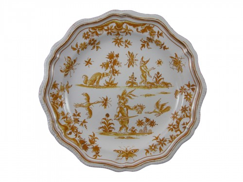 """Plate """" décor aux grotesques """" in earthenware from Lyon 18th century"""