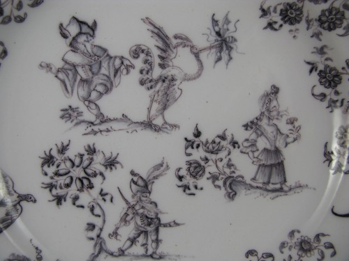Plate with grotesques Moustiers 18th century - Porcelain & Faience Style Louis XV