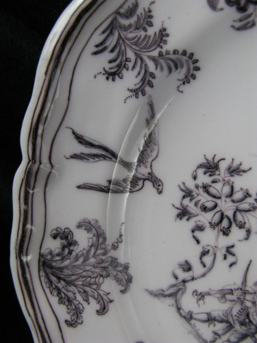 Antiquités - Plate with grotesques Moustiers 18th century