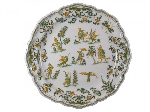 "Large dish "" décor aux grotesques "" in Moustiers earthenware 18th century"