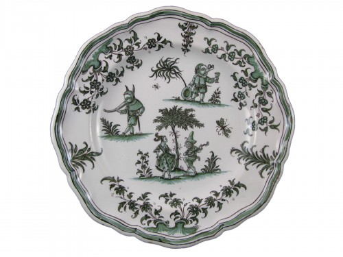 "Plate decorated ""with grotesques"" in earthenware of Moustiers 18th century"