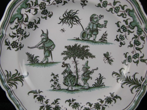 """Porcelain & Faience  - Plate decorated """"with grotesques"""" in earthenware of Moustiers 18th century"""