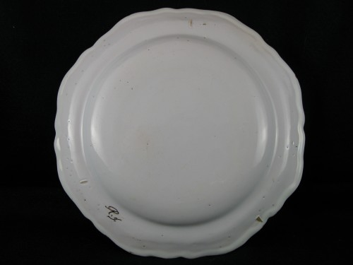 """Antiquités - Plate decorated """"with grotesques"""" in earthenware of Moustiers 18th century"""