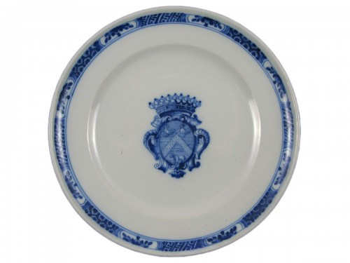 Armorial plate in earthenware from Moustiers - 18th century