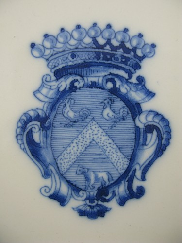 Armorial plate in earthenware from Moustiers - 18th century - Porcelain & Faience Style Louis XV
