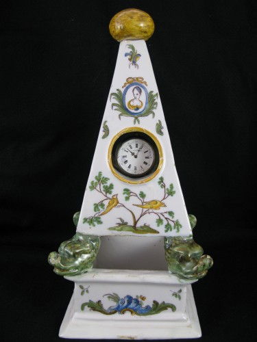 Large 18th century Moustiers earthenware watch holder - Porcelain & Faience Style Louis XVI