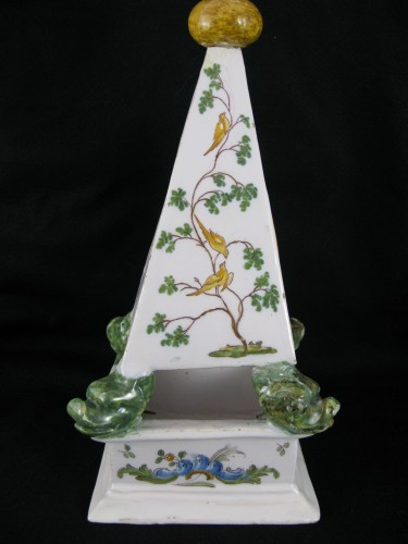 Louis XVI - Large 18th century Moustiers earthenware watch holder
