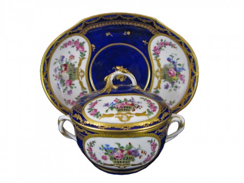 A Sèvres Round covered broth bowl and its oval display stand