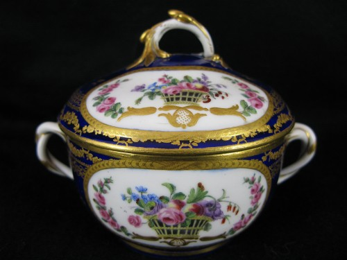 A Sèvres Round covered broth bowl and its oval display stand -