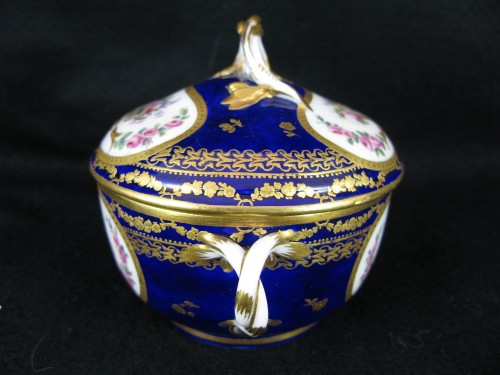 A Sèvres Round covered broth bowl and its oval display stand - Louis XVI