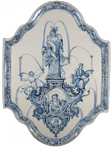 Large decorative plate in Delft earthenware - 18th century