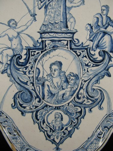 Louis XIV - Large decorative plate in Delft earthenware - 18th century
