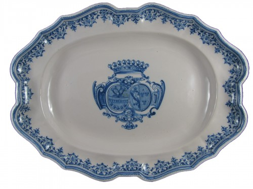 Armorial dish in earthenware from Moustiers 18th century