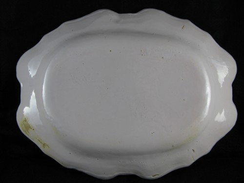 18th century - Armorial dish in earthenware from Moustiers 18th century