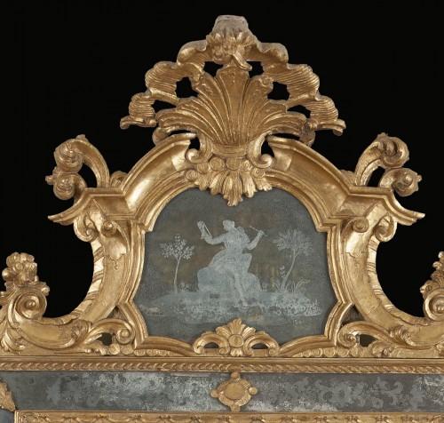 Mirrors, Trumeau  - Venetian gilt wood mirror from the mid-eighteenth century