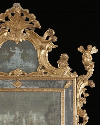 Venetian gilt wood mirror from the mid-eighteenth century -
