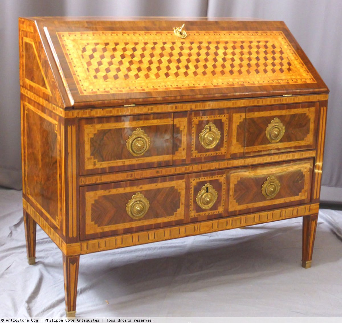 A louis xvi bureau de pente 18th century for Bureau louis xvi