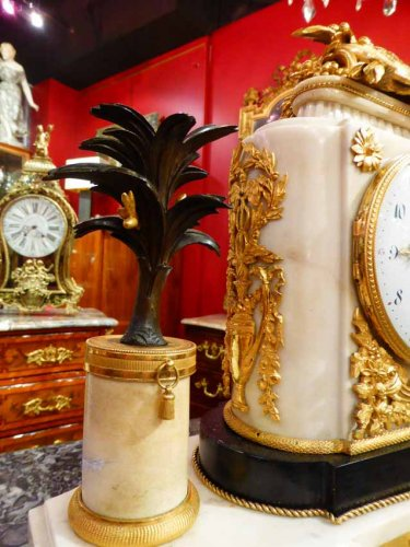 A French Louis XVI period figural mantel clock - Louis XVI