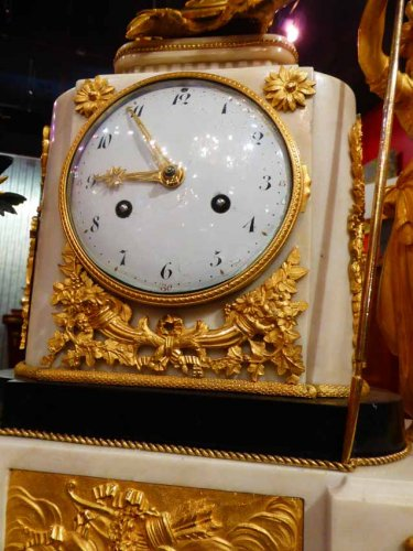 Louis XVI - A French Louis XVI period figural mantel clock
