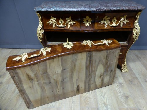 Mobilier Commode - Commode tombeau Louis XV en marqueterie
