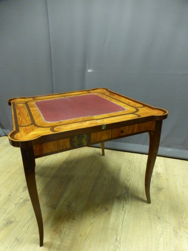 Louis XV - Table à jeux estampillée Dubois