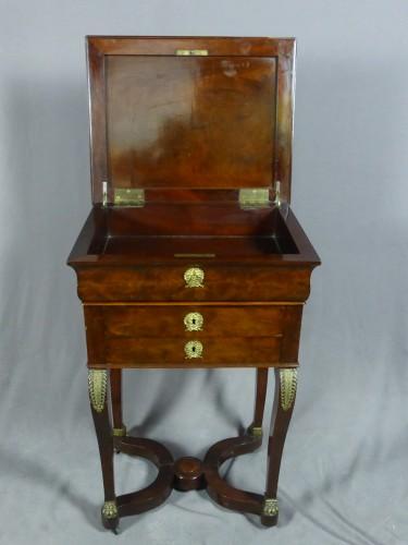 Mahogany and veneer table, early 19th century -