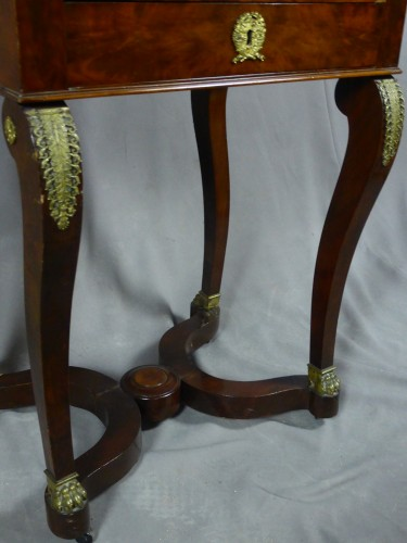 19th century - Mahogany and veneer table, early 19th century