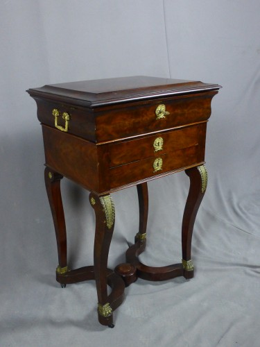 Antiquités - Mahogany and veneer table, early 19th century