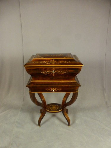 French Charles X chest on its stand - Restauration - Charles X